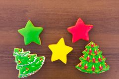 Biscotti saporiti festivi di Natale sulla tavola di legno Vista superiore Fotografia Stock