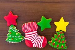 Biscotti saporiti festivi di Natale sulla tavola di legno Vista superiore Immagini Stock