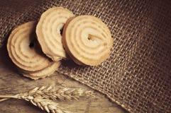 Biscotti su fondo di legno Fotografia Stock Libera da Diritti