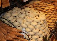 Biscotti su visualizzazione in un negozio dolce nel Belgio Fotografie Stock Libere da Diritti