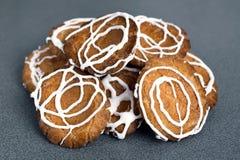 Biscotti sul tavolo da cucina Immagine Stock