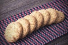Biscotti sul tessuto del borwn Immagini Stock Libere da Diritti