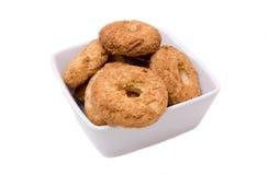 Biscotti sulla ciotola quadrata Fotografia Stock Libera da Diritti