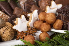 Biscotti tedeschi tradizionali di Natale su esposizione Fotografia Stock
