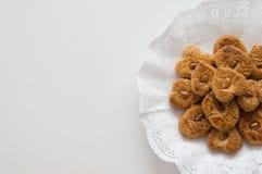 Biscotti tradizionali presentati in un vassoio Immagini Stock Libere da Diritti