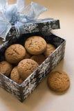 Biscotti in una casella fotografia stock