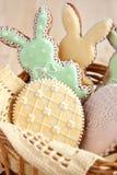 Biscotti variopinti di pasqua fotografia stock