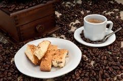 Biscotti y café del café express Fotos de archivo libres de regalías