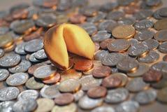 Biscotto & monete di fortuna Fotografie Stock Libere da Diritti
