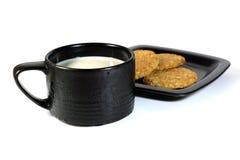 Biscotto con latte immagini stock libere da diritti