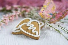 Biscotto del pan di zenzero del biglietto di S. Valentino di figura del cuore Fotografia Stock Libera da Diritti