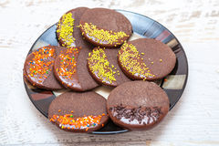 Biscotto della pepita di cioccolato zuccherata Fotografie Stock Libere da Diritti