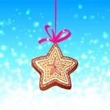 Biscotto della stella di natale con il nastro rosso sull'azzurro Fotografie Stock Libere da Diritti