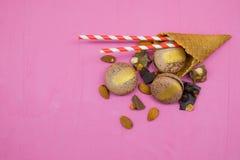 Biscotto di Macaron con cioccolato, la mandorla e l'agrume Fotografia Stock
