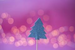 Biscotto di Natale su fondo rosa Fotografie Stock Libere da Diritti