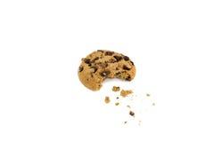 Biscotto di pepita di cioccolato con il morso eliminato Fotografie Stock Libere da Diritti