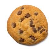 Biscotto di pepita di cioccolato isolato su fondo bianco Fotografia Stock Libera da Diritti