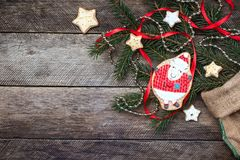 Biscotto e pasticceria delle pecore del nuovo anno 2015 su legno Fotografie Stock Libere da Diritti