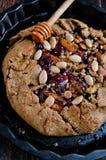 Biscotto intero del cereale con le prugne Fotografie Stock