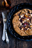 Biscotto intero del cereale con le prugne Immagini Stock