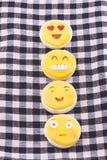 Biscuit avec des dessins du sourire et des visages drôles Images libres de droits