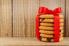 Biscuit avec des puces de chocolat Images stock
