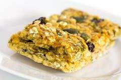 Biscuit caoutchouteux mou de fruit de farine d'avoine avec des graines image stock