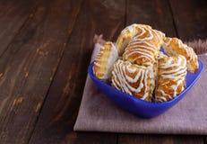 Biscuit croustillant de souffle avec du chocolat blanc photographie stock