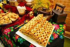 Biscuit de farine d'avoine fait maison sur la table en bois Images stock