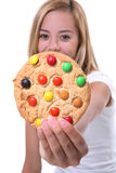 Biscuit de fixation de fille photo stock