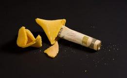 Biscuit de fortune avec de l'argent Photographie stock