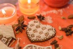 Biscuit de gingembre sous la forme de coeur Photographie stock libre de droits