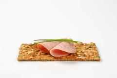 Biscuit de graine de citrouille avec le salami de jambon Photos stock