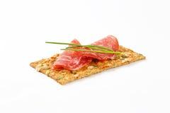 Biscuit de graine de citrouille avec le salami sec Image libre de droits