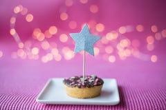 Biscuit de Noël sur le fond rose Images libres de droits