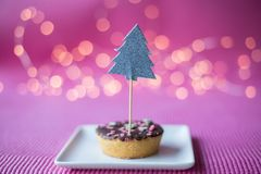 Biscuit de Noël sur le fond rose Photographie stock