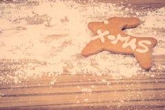 Biscuit de Noël sur une table de cuisine Images stock