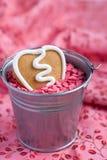 Biscuit de pain d'épice de Valentine de forme de coeur Photographie stock libre de droits