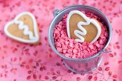 Biscuit de pain d'épice de Valentine de forme de coeur Image libre de droits