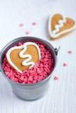 Biscuit de pain d'épice de Valentine de forme de coeur Photo stock
