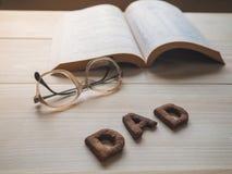 Biscuit de papa de Word au-dessus du fond en bois Photos libres de droits