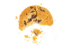 Biscuit de puces de chocolat mangé par moitié Photos libres de droits