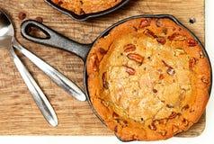 Biscuit de tortue de poêle avec les noix de pécan et le caramel Photos stock