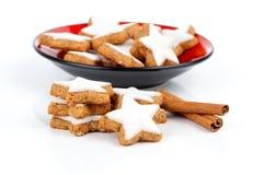 Biscuit en forme d'étoile de cannelle Photographie stock libre de droits