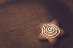 Biscuit en forme d'étoile de pain d'épice Photos libres de droits