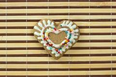 Biscuit en forme de coeur pour le jour de valentines Image libre de droits