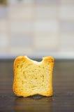 Biscuit mordu images libres de droits