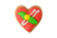 Biscuit rouge de coeur d'isolement sur le blanc Image stock
