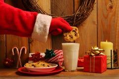 Biscuit trempant de Santa images libres de droits