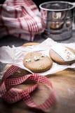 Biscuits épicés de Pâques sous forme d'oeufs de pâques photos libres de droits